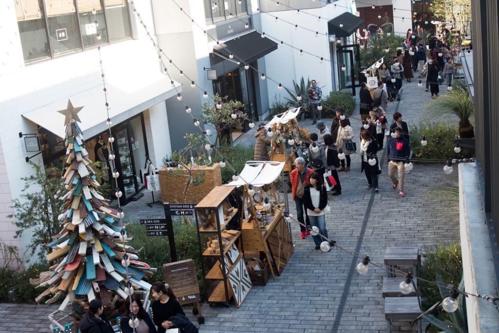 マリンアンドウォーク横浜でもクリスマスマーケットが開催中♪クリスマスリースなど販売されていましたよ♪