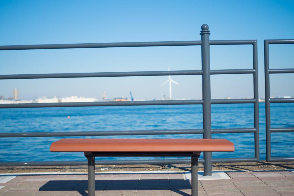 座って海を眺めているだけで癒される