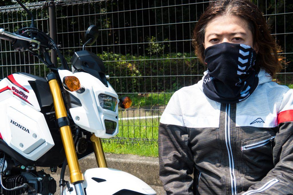 バイクに乗る時は耳にかけなくてもOKでした♪