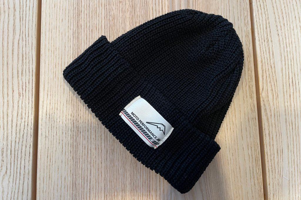 ニット帽はブラックをチョイス