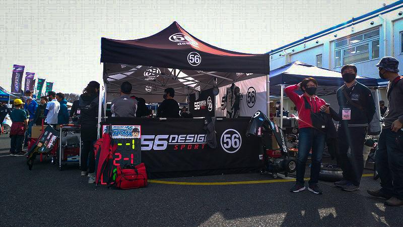 56レーシングのサーキットブース