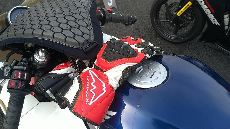 クシタニのレース用グッズ、装備