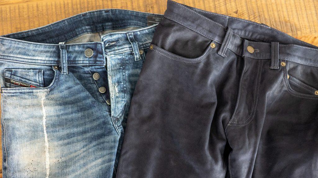 一般アパレルのジーンズでバイクに乗るか、エクスプローラージーンズを履くか