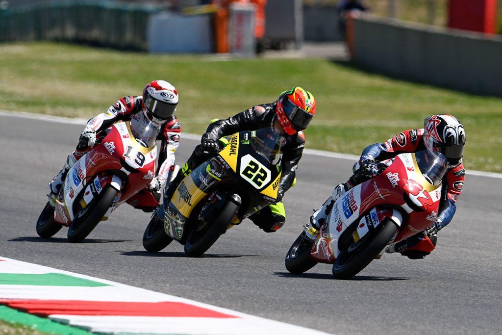 松山選手(#32)は世界選手権Moto3™クラスの2レース目を完走で終えた